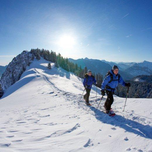 Schneeschuhwandern am Hirschberg im verschneiten Bergpanorama, © Bernd Ritschel