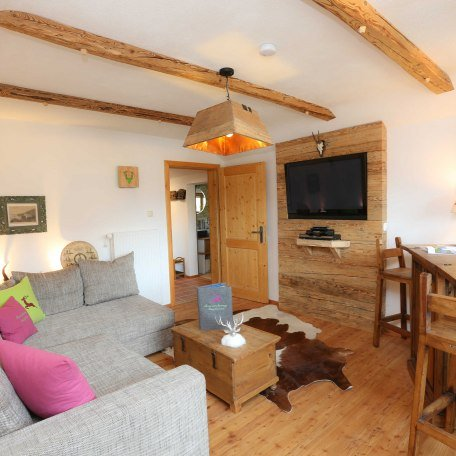 gemütliches Wohnzimmer mit Altholzverkleidungen, © im-web.de/ Tourist-Information Bad Wiessee