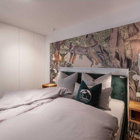 Schlafzimmer mit Boxspringbett, © Claus Uhlendorf