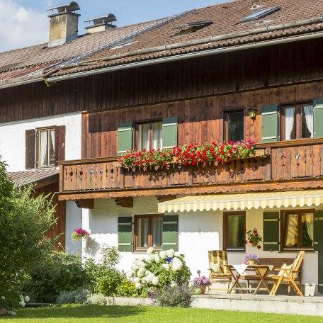 Geniessen Sie Ihren Urlaubin unserer FW im neu renovierten Nebenhaus mit herrlichen Bergblick, absolut ruhige Lage., © im-web.de/ Tourist-Information Gmund am Tegernsee
