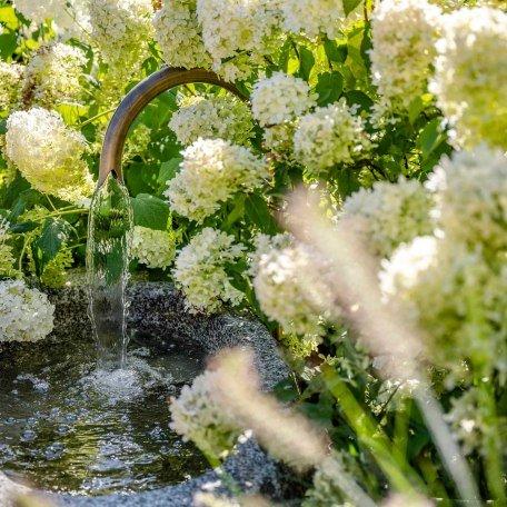 Brunnen im Garten des Boutique Hotel Relais Chalet Wilhelmy, © Günter Standl