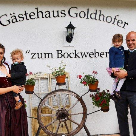 Wir sind Ihre Gastgeber - Stefan und Franziska mit Viktoria und Maximilian, © im-web.de/ Tourist-Information Rottach-Egern
