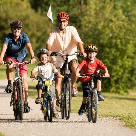 Kinderferienprogramm - Familie auf Radtour, © Bernd Ritschel