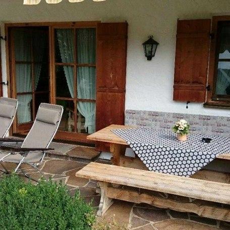 Terrasse mit Relaxliegen, © im-web.de/ Tourist-Information Rottach-Egern