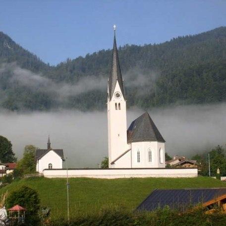 Blick auf die Kreuther Kirche, © im-web.de/ Tourist-Information Kreuth