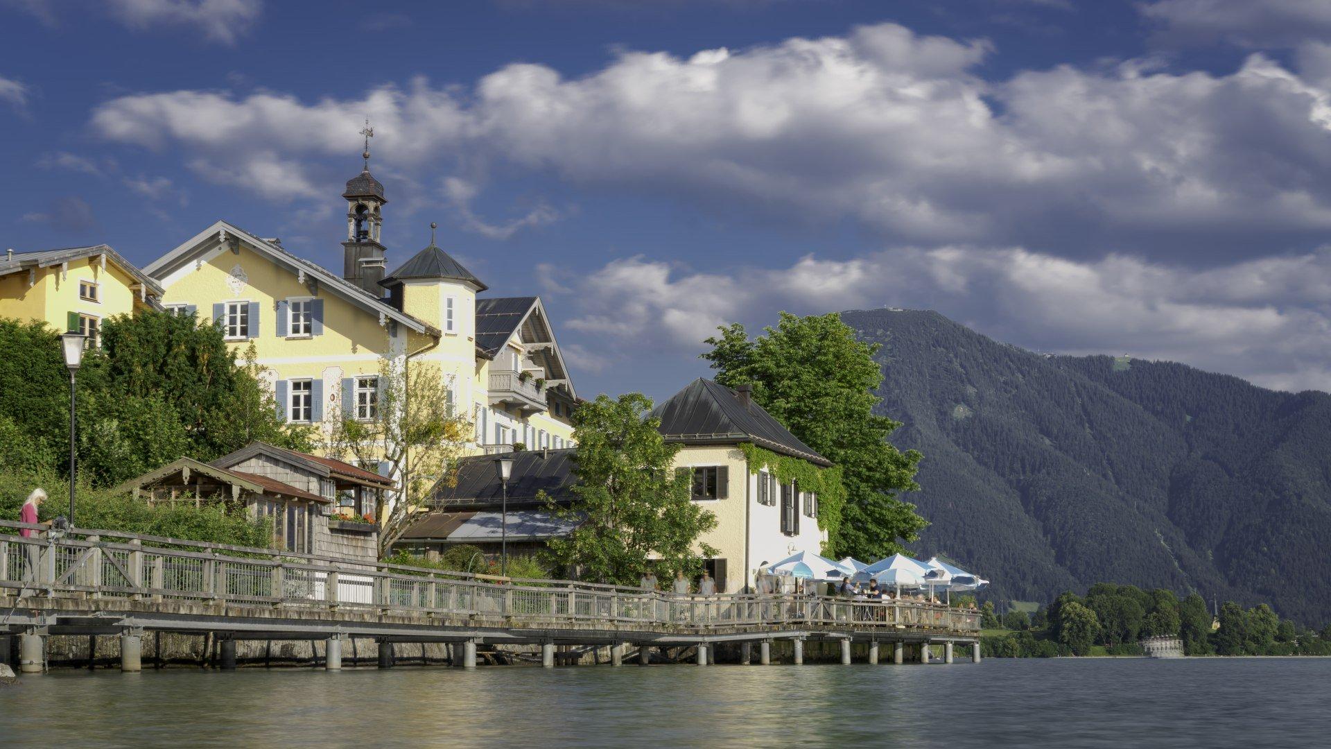Die Seepromenade in Tegernsee Stadt, © Der Tegernsee, Dietmar Denger
