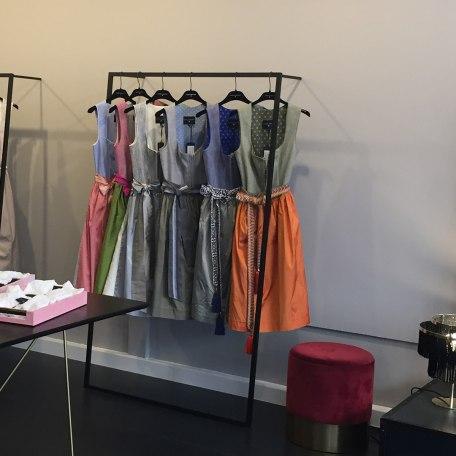 Ein Auswahl besonderer Trachten erwartet sie im Showroom in der Rosenstraße, © Kinga Mathe GmbH