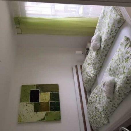 Schlafzimmer 1 mit direktem Balkonzugang., © im-web.de/ Tourist-Information Rottach-Egern