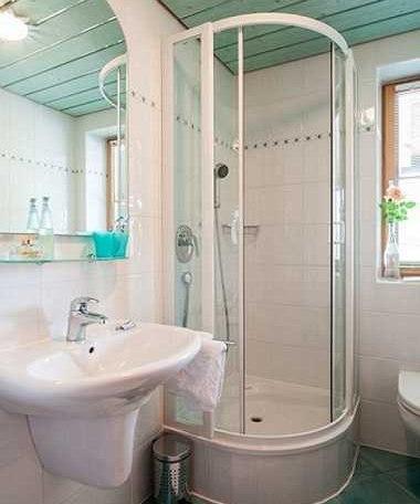 FW Riederstein, Waschbecken mit Dusche, © im-web.de/ Tourist-Information Bad Wiessee
