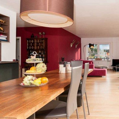 Wohn-Essraum mit neuer Einbauküche und italienischer Couchecke, © im-web.de/ Tourist-Information Gmund am Tegernsee