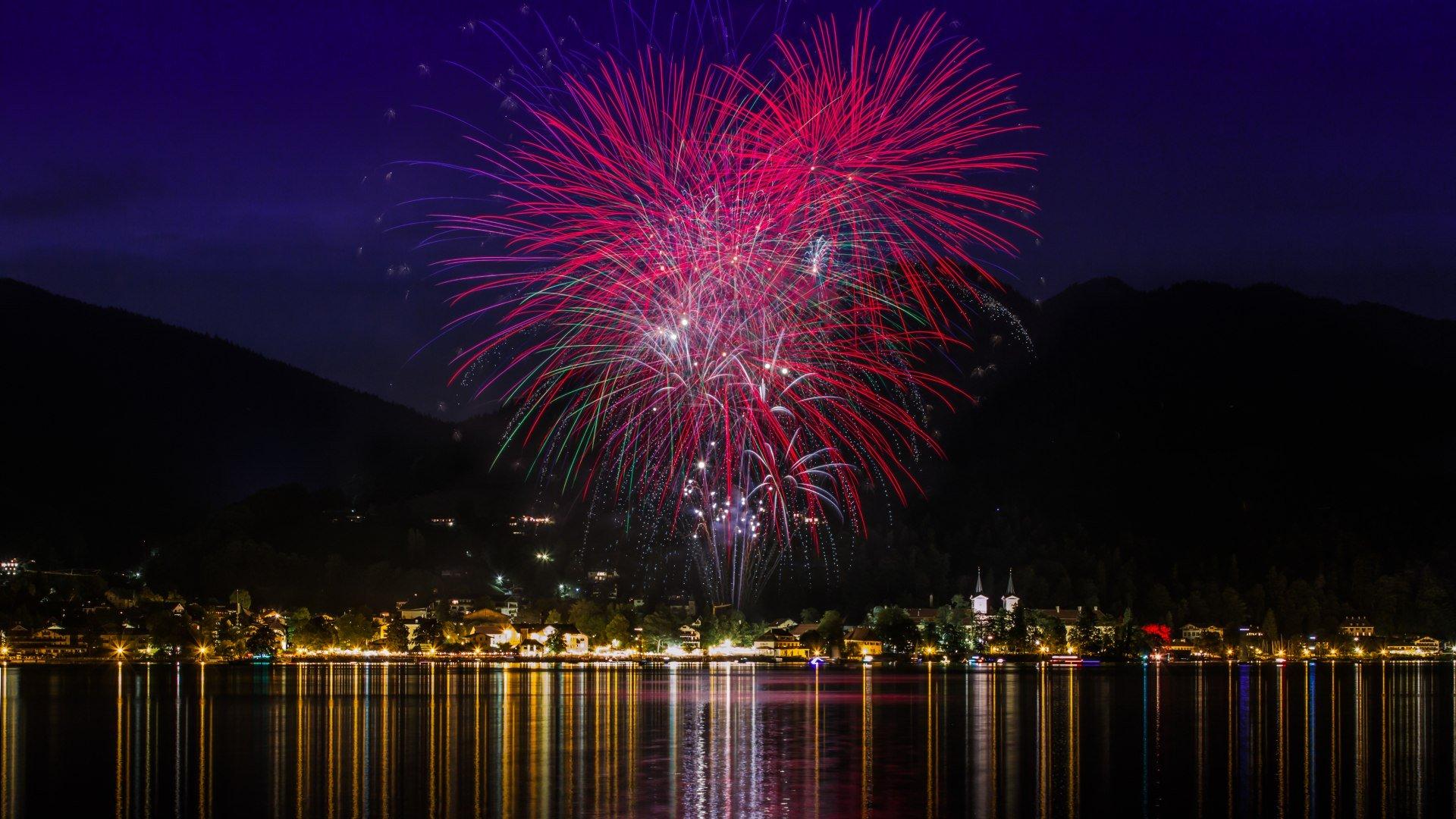 Feuerwerk beim Seefest der Stadt Tegernsee, © Christoph Schempershofe