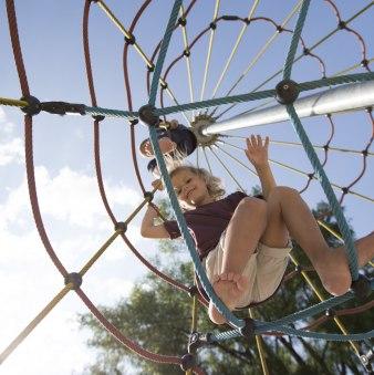 Kinder auf einem Spielplatz am Tegernsee, © Hansi Heckmair