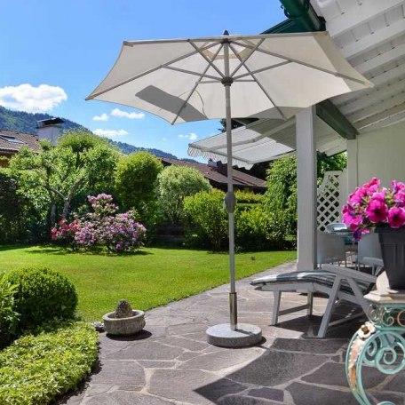 Garten mit Terrasse, © im-web.de/ Tourist-Information Rottach-Egern