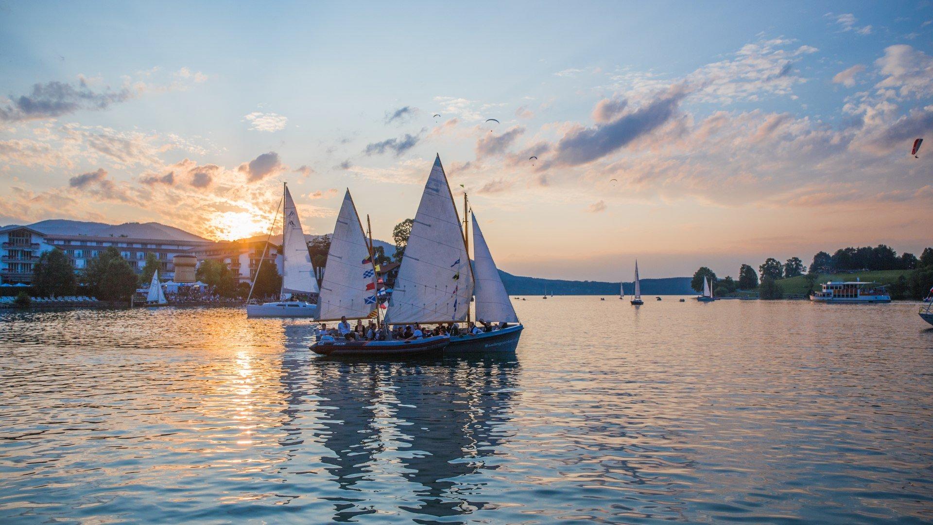 Boote auf dem Tegernsee während eines Seefestes, © Christoph Schempershofe