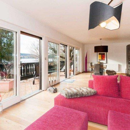 Wohn-Esszimmer mit Panoramablick und großzügiger 80 m2 Terrasse, © im-web.de/ Tourist-Information Gmund am Tegernsee