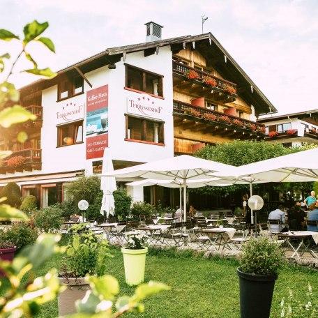 Bad Wiessee, Hotel von außen mit Biergarten, © im-web.de/ Tourist-Information Bad Wiessee