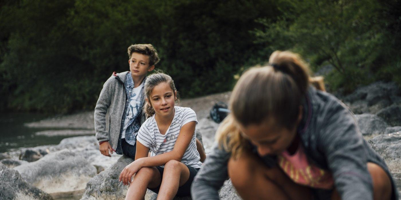 Kinder am Ufer der Weissach, © Julian Rohn