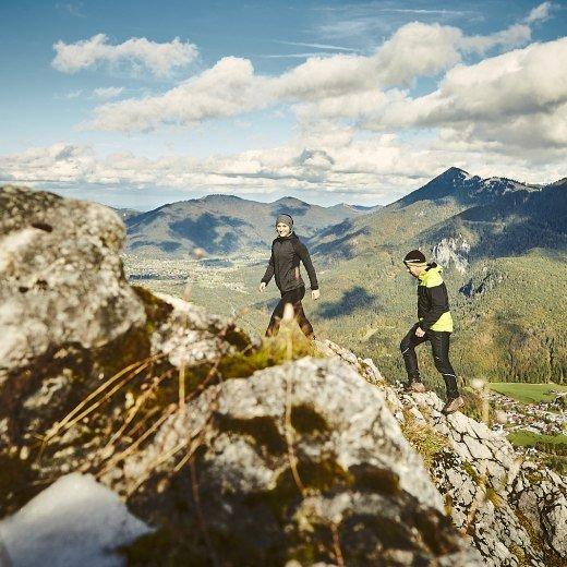 Paar wandert am Leonhardstein in Kreuth, © Urs Golling