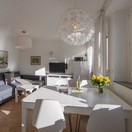 Lichtdurchflutetes Wohnzimmer zum Wohlfühlen, © im-web.de/ Alpenregion Tegernsee Schliersee Kommunalunternehmen