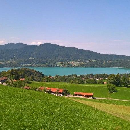 Blick über den Bergerhof zum Tegernsee, © im-web.de/ Tourist-Information Gmund am Tegernsee