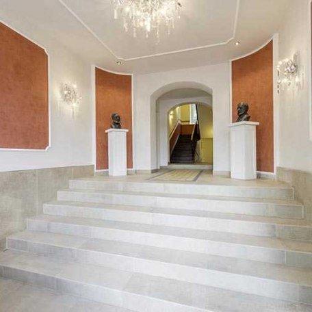 Imposanter Eingangsbereich, © im-web.de/ Tourist Information Tegernsee