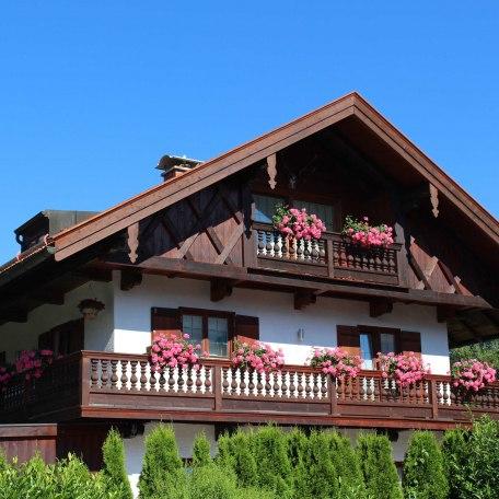 Umlaufender Balkon im 1. OG, © im-web.de/ Alpenregion Tegernsee Schliersee Kommunalunternehmen
