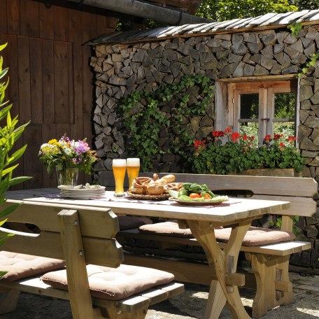 Sitzecke am Ignazhof, © im-web.de/ Tourist-Information Bad Wiessee