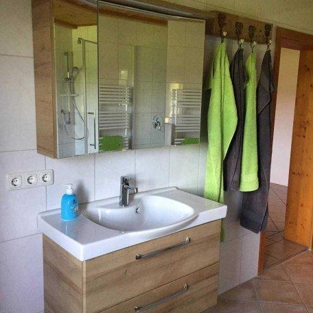Badezimmer Waschtisch mit Spiegelschrank, © im-web.de/ Alpenregion Tegernsee Schliersee Kommunalunternehmen