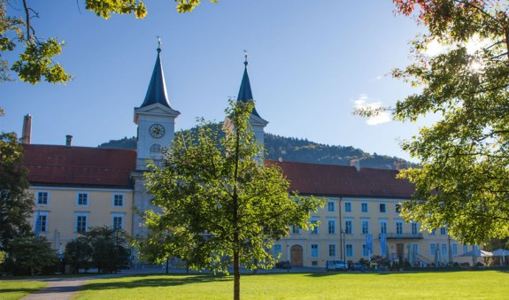 Stadt Tegernsee - ehemaliger Klosterbezirk, © Christoph Schempershofe_TTT