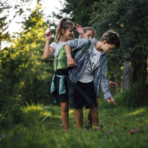 Kinder unterwegs in der Natur, © Julian Rohn