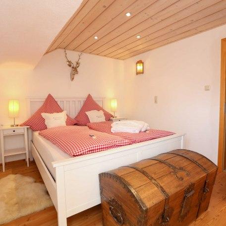 Schlafzimmer mit bequemen Betten, © im-web.de/ Tourist-Information Bad Wiessee