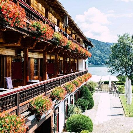 Südseite mit seitlichem Seeblick und direktem Bergblick, © im-web.de/ Tourist-Information Bad Wiessee
