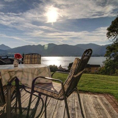 Wunderbarer Seeblick von der Terrasse., © im-web.de/ Tourist Information Tegernsee
