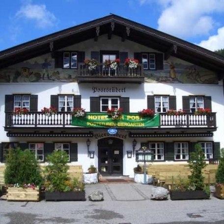Eingang zum Restaurant mit sonnigem Biergarten, © im-web.de/ Tourist-Information Kreuth