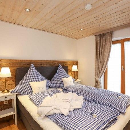 Schlafzimmer 2 mit bequemen Boxspringbett, © im-web.de/ Alpenregion Tegernsee Schliersee Kommunalunternehmen