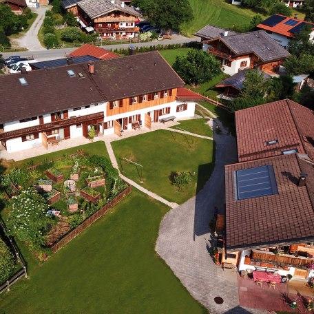 Bauerngarten und Liegewiese von oben, © im-web.de/ Tourist-Information Rottach-Egern