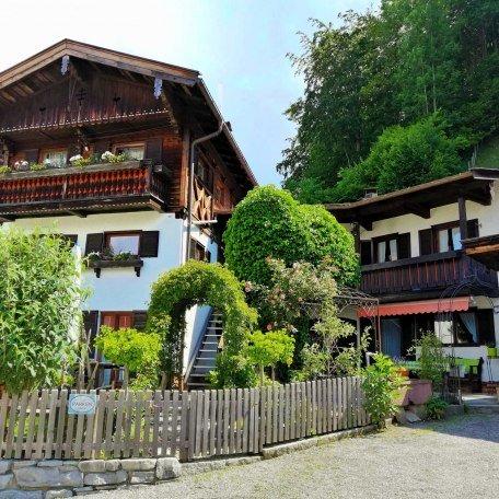 Außenansicht der Ferienwohnung inkl. Parkplatz, © im-web.de/ Tourist Information Tegernsee