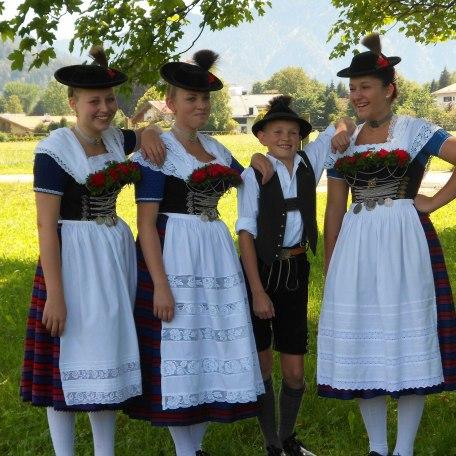 Unsere Tochter Julia mit TrachtlerInnen, © im-web.de/ Tourist-Information Rottach-Egern