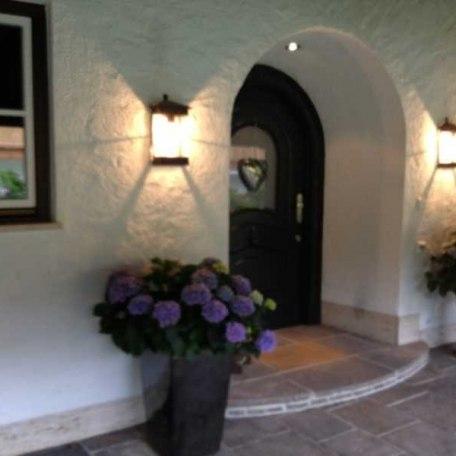 Eingang Haupthaus, © im-web.de/ Tourist-Information Rottach-Egern