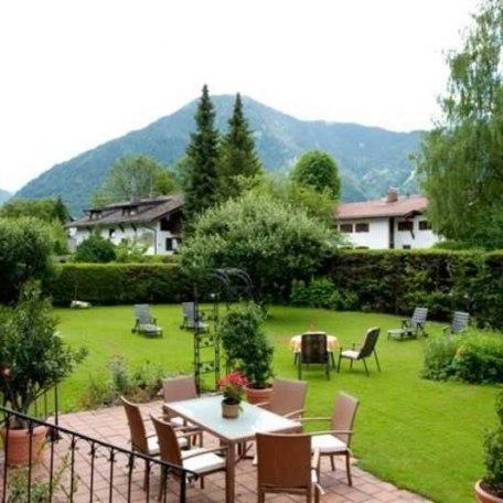 Garten mit Blick zum Wallberg, © im-web.de/ Tourist-Information Rottach-Egern