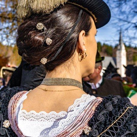 Traditioneller Haarschmuck am Tegernsee, © Der Tegernsee, Stefanie Pfeiler