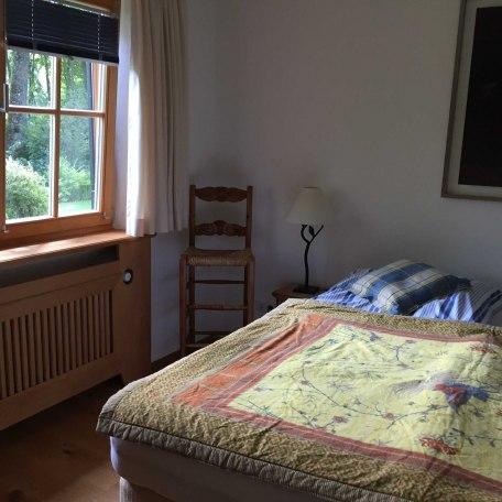Blick ins Schlafzimmer 1, © im-web.de/ Tourist-Information Rottach-Egern