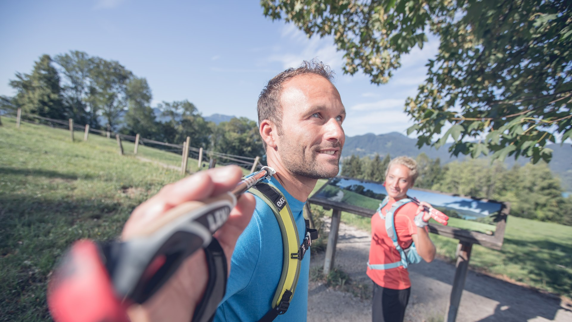 Ein ausgewogenes Aufwärmprogramm vor dem Nordic Walking ist gut für die Muskulatur., © Hansi Heckmair