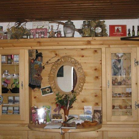 der Schrank der Kräuterhexe...., © im-web.de/ Tourist-Information Rottach-Egern