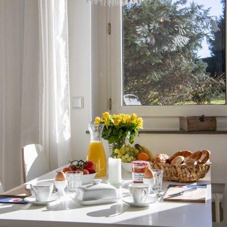 Beim Frühstück lacht die Sonne, © im-web.de/ Alpenregion Tegernsee Schliersee Kommunalunternehmen