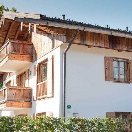 SeeSuite, Außenansicht des Hauses, © im-web.de/ Ferienwohnungen Tegernsee