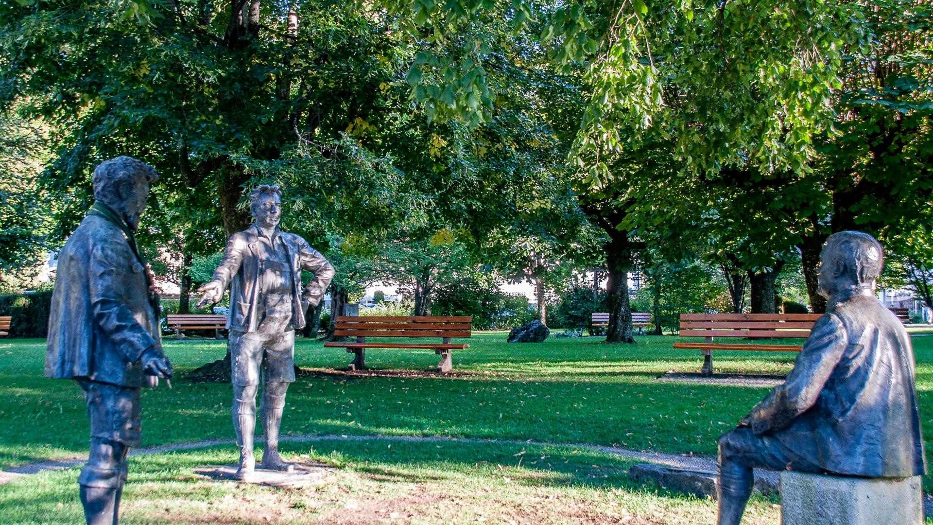 Skulpturen Slezak, Mann, Ganghofer in Rottach-Egern, © Der Tegernsee, Sabine Ziegler-Musiol