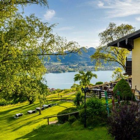 Seeblick und Garten mit Liegewiese im Hotel Der Westerhof, © im-web.de/ Tourist Information Tegernsee