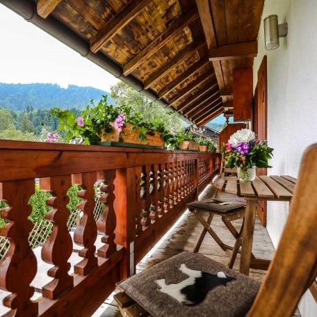 Blick vom umlaufenden Balkon auf die Berge, © im-web.de/ Alpenregion Tegernsee Schliersee Kommunalunternehmen