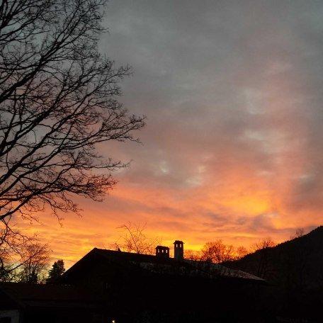 Sonnenaufgang in der Gasse, © im-web.de/ Tourist-Information Gmund am Tegernsee